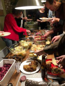 Massor av mat på julfesten!